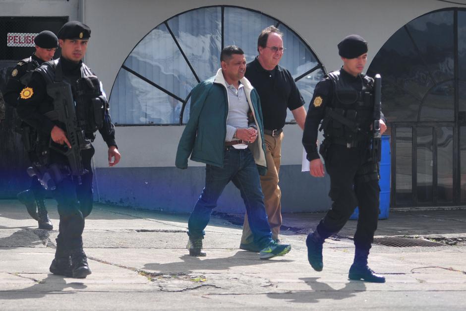 """Mauro Salomón Ramírez, alias """"León de mar"""", es extraditado a Estados Unidos. (Foto: Alejandro Balan/Soy502)"""