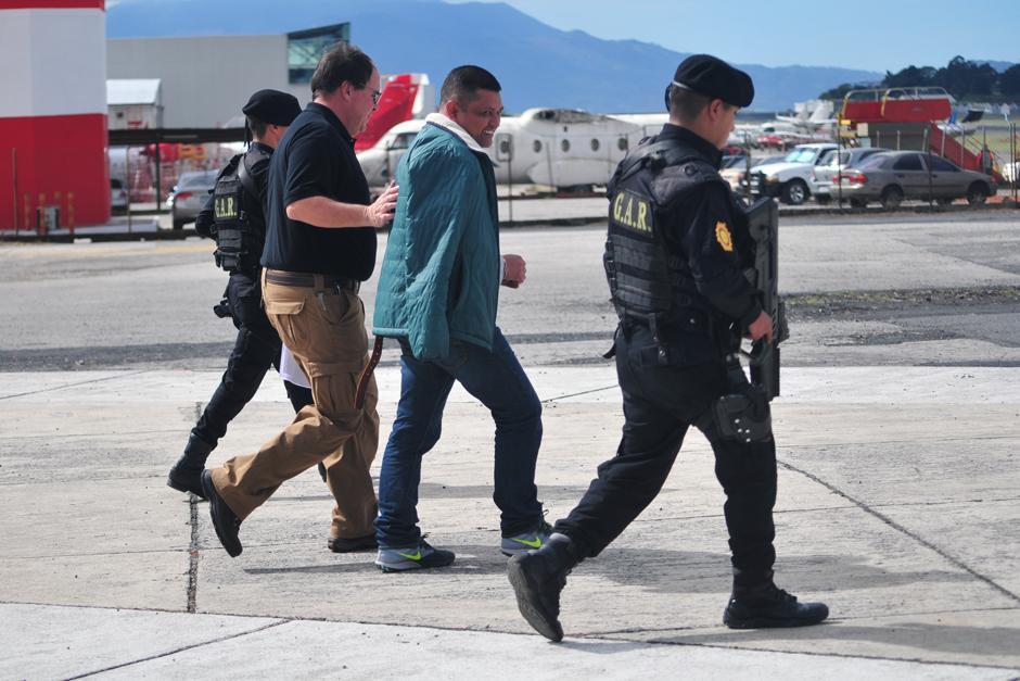 Las autoridades del Sistema Penitenciario entregaron a Cancillería al guatemalteco solicitado por la justicia estadounidense. (Foto: Alejandro Balan/Soy502)