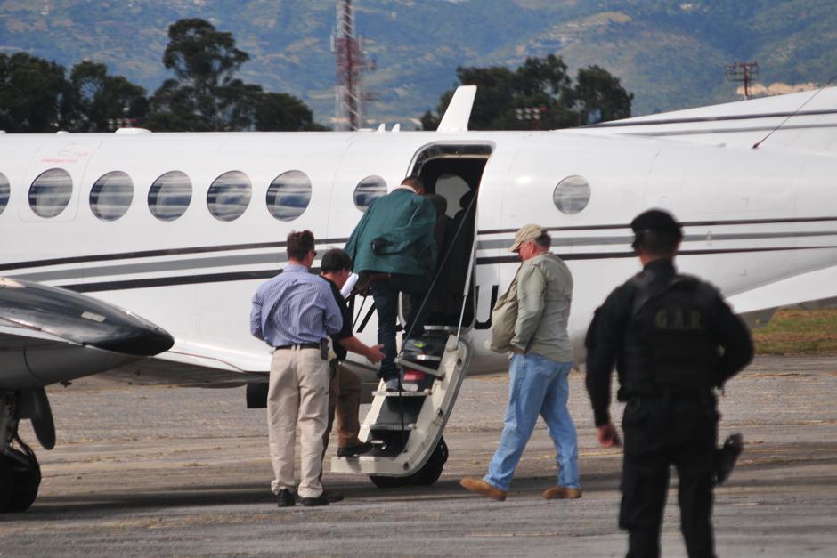 En un avión privado fue trasladado Salomón a Estados Unidos por delitos de narcotráfico. (Foto: Alejandro Balan/Soy502)