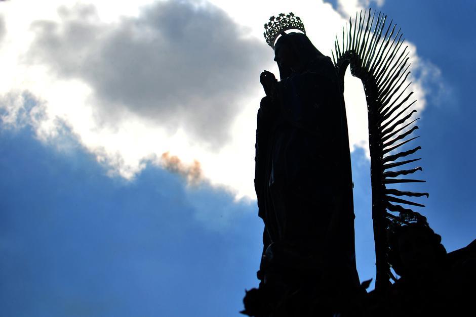Este sábado 12 de diciembre los guatemaltecos celebraron y oraron delante de la Virgen de Guadalupe. (Foto: Alejandro Balán/Soy502)