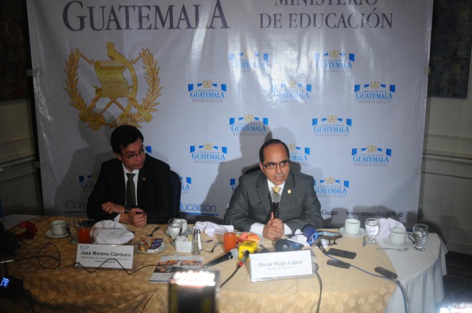 López aprovechó para aclarar que en este momento el Mineduc no está otorgando ninguna plaza (Foto: Alejandro Balan/Soy502)