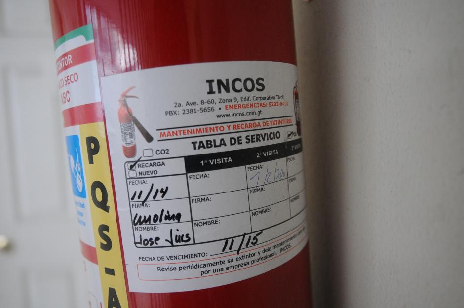 Los extintores del edificio vencieron en noviembre de 2015. (Foto: Alejandro Balán/Soy502)