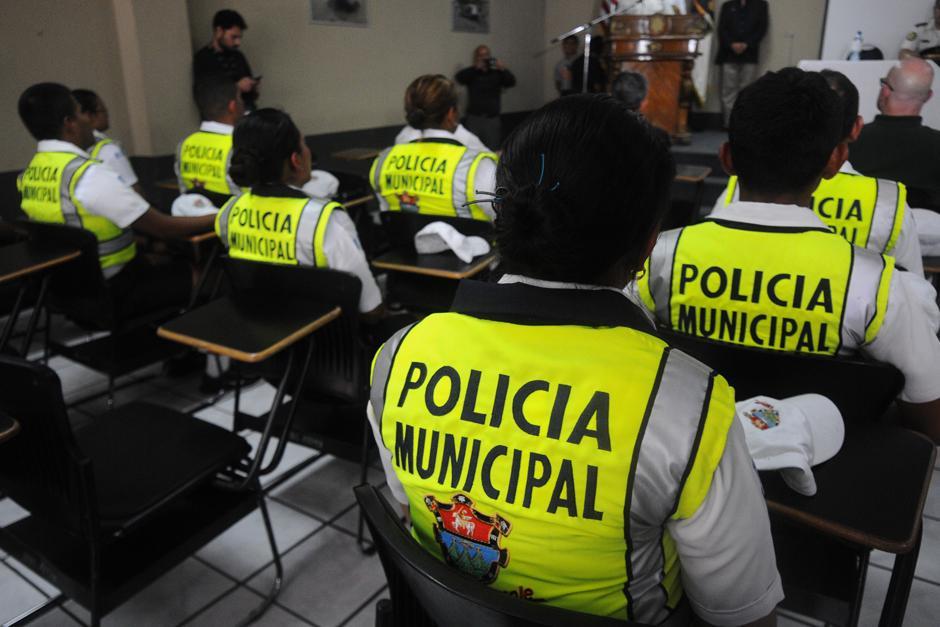 Se capacitaron a 17 nuevos agentes. (Foto: Alejandro Balán/Soy502)
