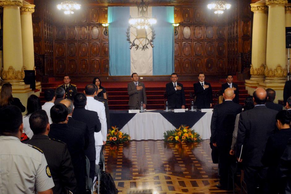 La actividad se llevó a cabo junto al ministro de Defensa y uno de los viceministros de Gobernación. (Foto: Alejandro Balán/Soy502)