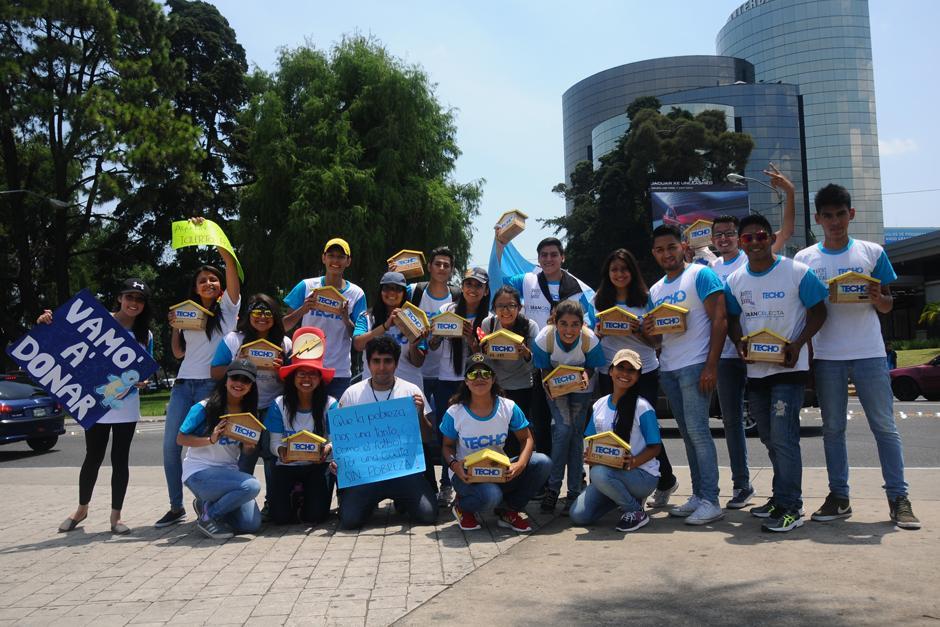 Jóvenes se reúnen en distintos puntos de la ciudad por la coleta techo 2016  (Foto: Alejandro Balán /SOy502)