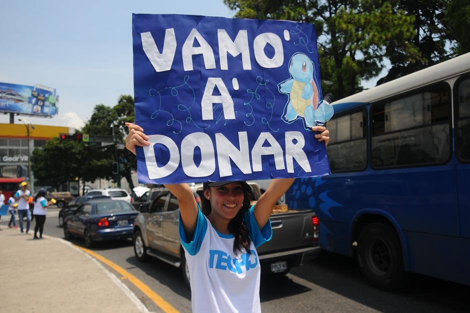 El ingenio en los carteles, motiva a los donantes. (Foto: Alejandro Balán /SOy502)