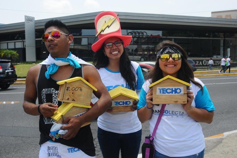Voluntarios inician colecta con ánimo, sonrisas y buen humor.  (Foto: Alejandro Balán /SOy502)