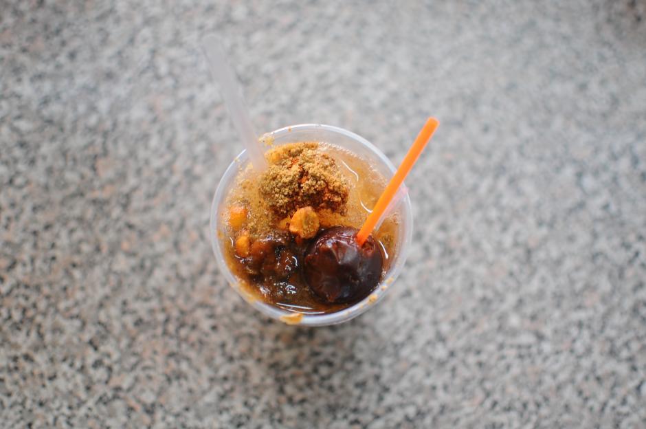 Una granizada con tamarindo y chile. (Foto: Alejandro Balan/Soy502)