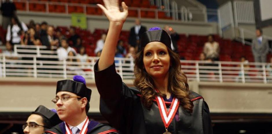 Reyes tiene dos títulos universitarios, pero aun así no consigue empleo. (Foto: Primera Hora)