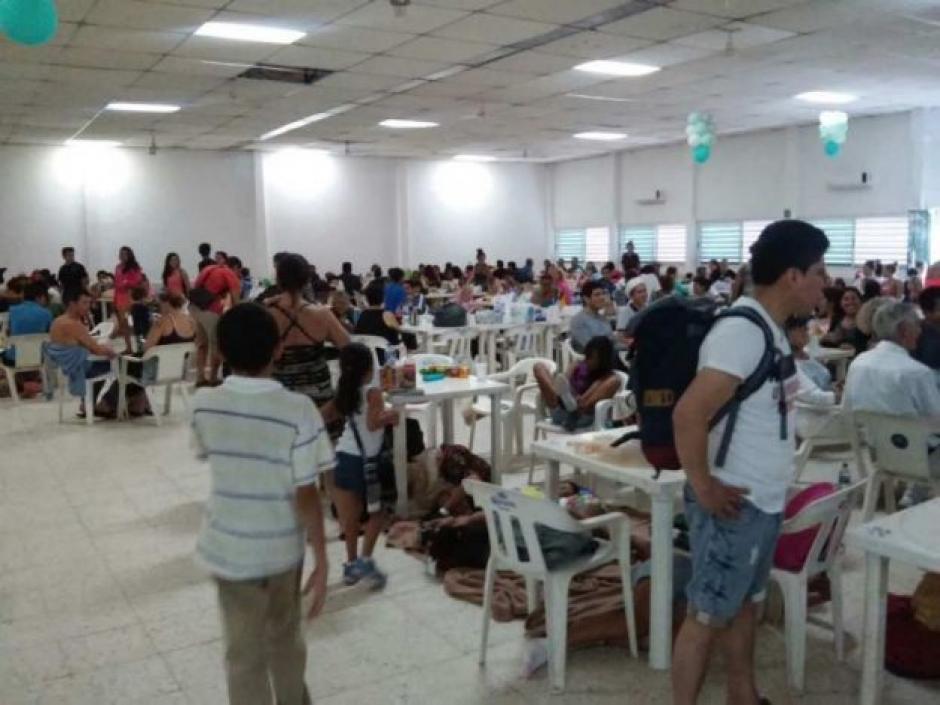 En la ciudad de Puerto Vallarta en Jalisco, se habilitaron varios albergues. (Foto: Noticieros Televisa)