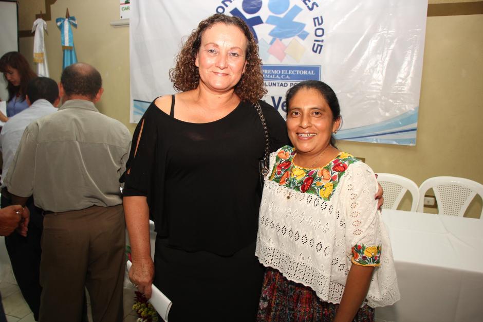 A la derecha Irlanda Pop fue electa en las pasadas elecciones como alcaldesa de Lanquín. (Foto: ojoconmipisto.com)