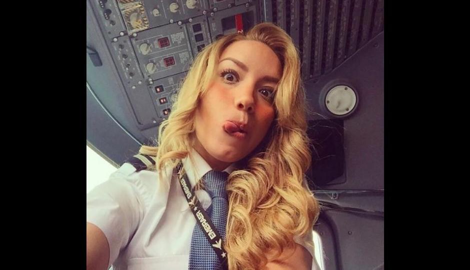 Alejandra también pilota aviones comerciales. (Foto: Instagram/babywingz)