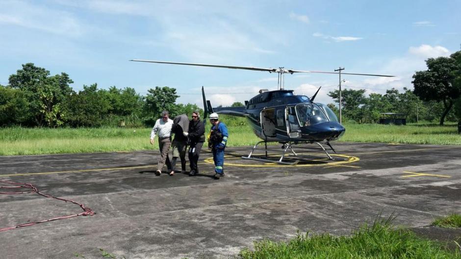 Los equipos de búsqueda confirmaron que localizaron con vida a la ciudadana alemana Kerstin Loop, quien fue trasladada a Suchitepéquez. (Foto: Conred)