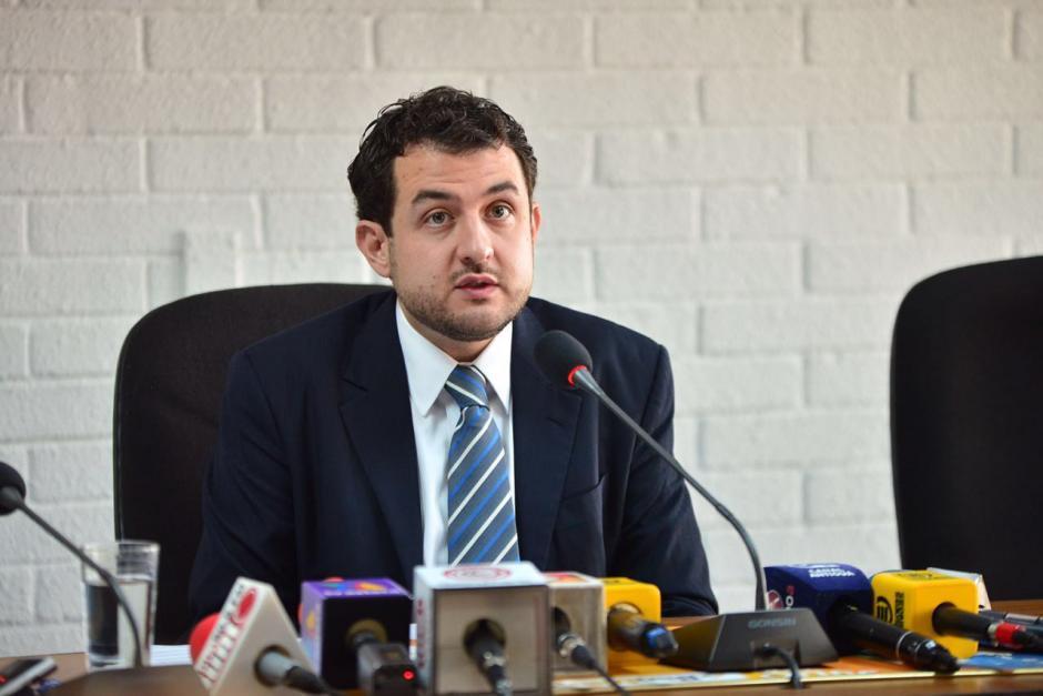 Alexander Aizenstatd, interventor de TCQ, ofreció una conferencia para dar alternativas por la intervención. (Foto: Jesús Alfonso/Soy502)