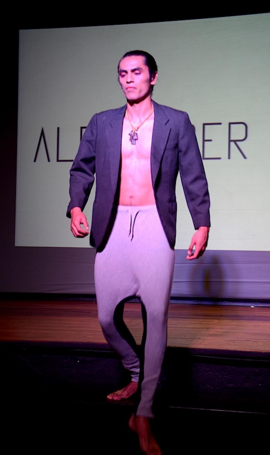 Los leggins se transforman en una prenda futurista y elegante. (Foto: Selene Mejía/Soy502)