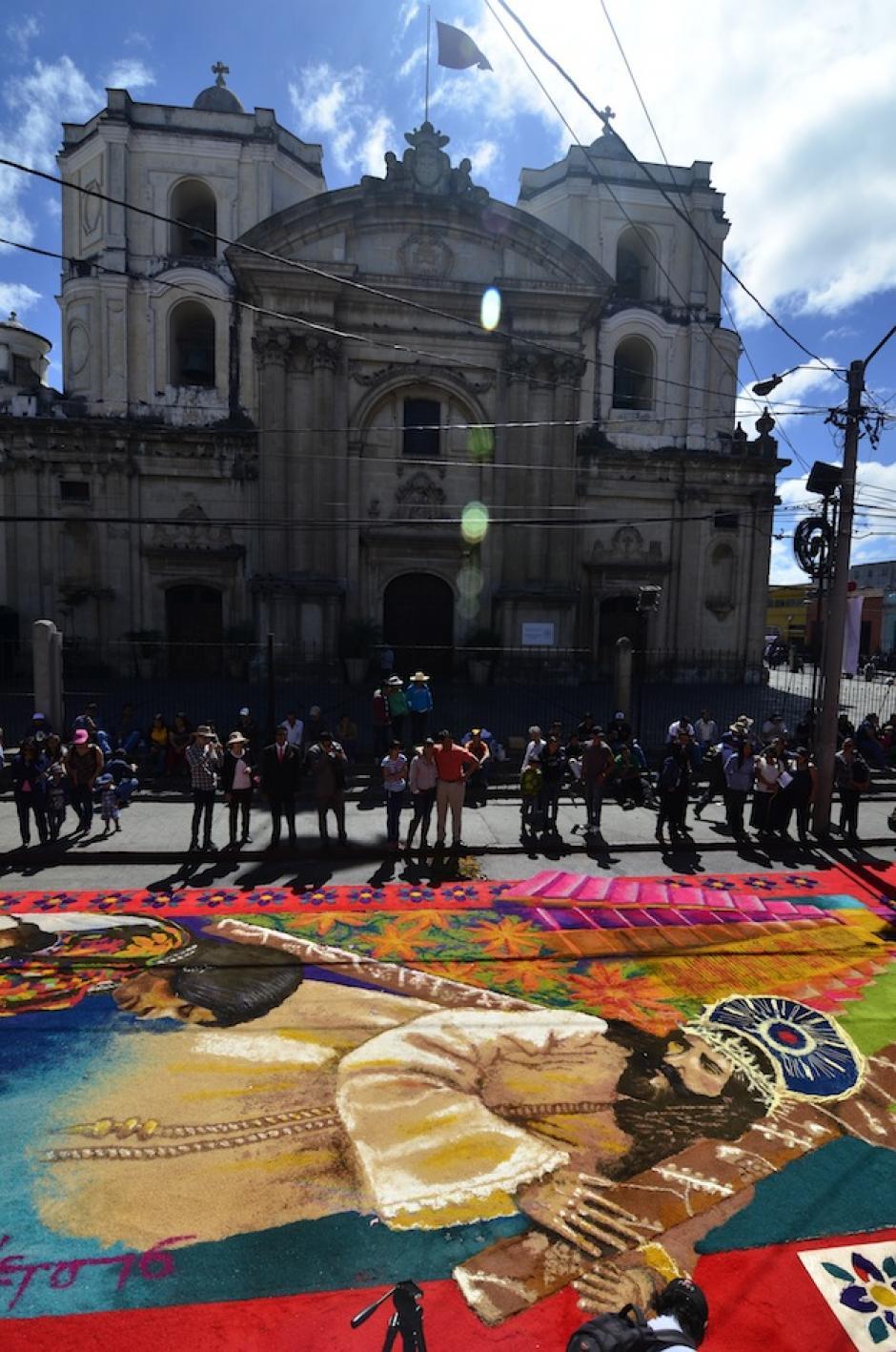 La iglesia de La Merced luce hermosa junto a la alfombra. (Foto: Deccio Serrano/Nuestro Diario)