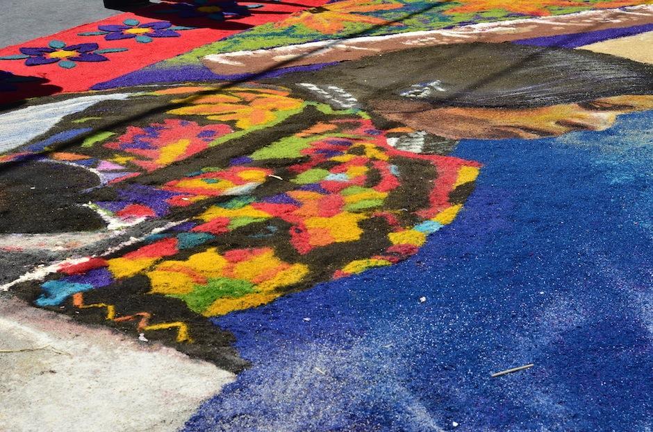 Los detalles se sienten en cada esquina de la alfombra. (Foto: Selene Mejía/Soy502)