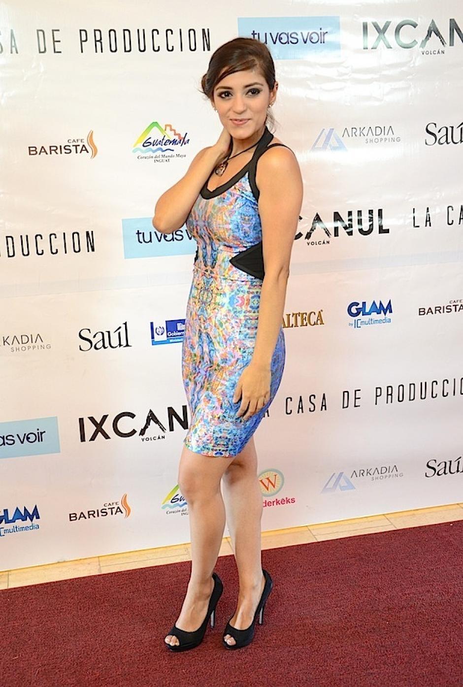 Ania alegró su camino por la alfombra con mucho color. (Foto: Selene Mejía/Soy502)