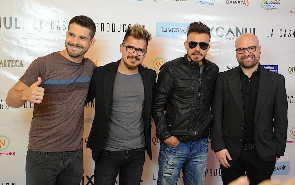 """La agrupación de rock """"Ivery"""" llegó a admirar la película premiada a nivel internacional. (Selene Mejía/Soy502)"""