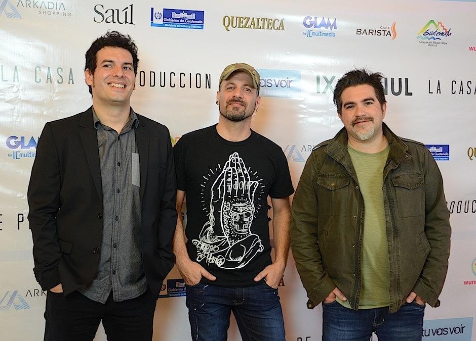 Integrantes de la agrupación Bohemia Suburbana no se perdieron la premiere de Ixcanul. (Foto: Selene Mejía/Soy502)