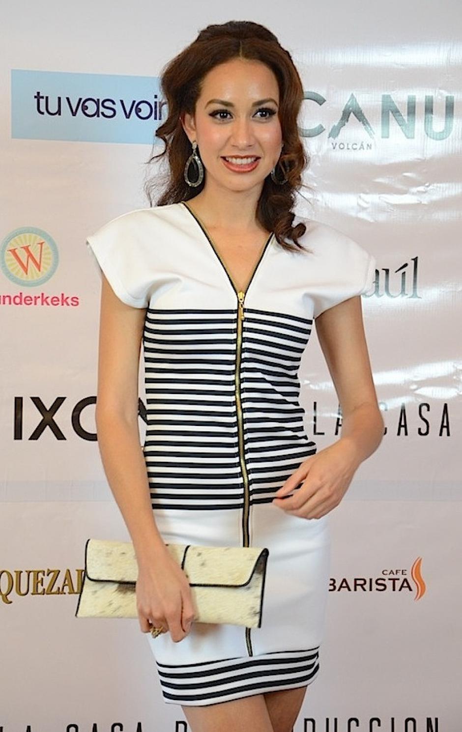 la modelo nacional Cinthia Contreras asistió a la gala. (Foto: Selene Mejía/Soy502)
