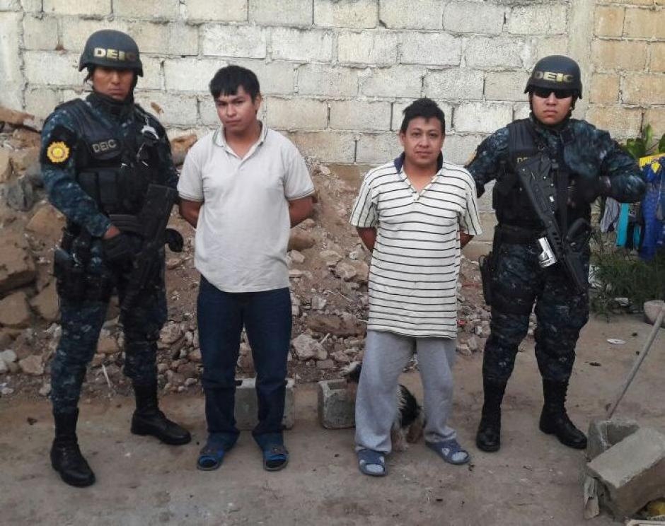 Otros familiares también son detenidos en los allanamientos. (Foto: PNC)