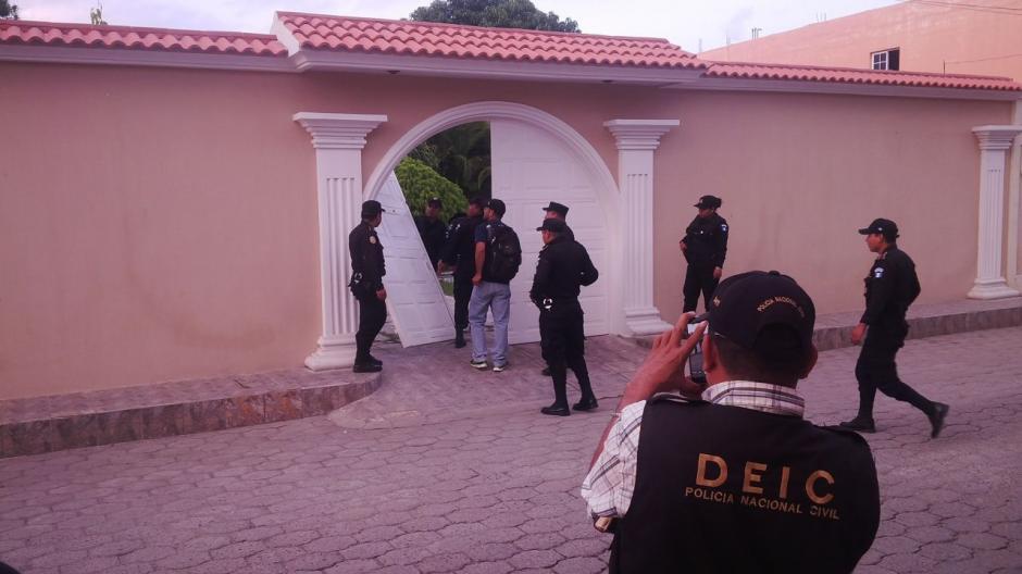 Las autoridades reportan la detención de ocho personas por Lavado de Dinero. (Foto: PNC)