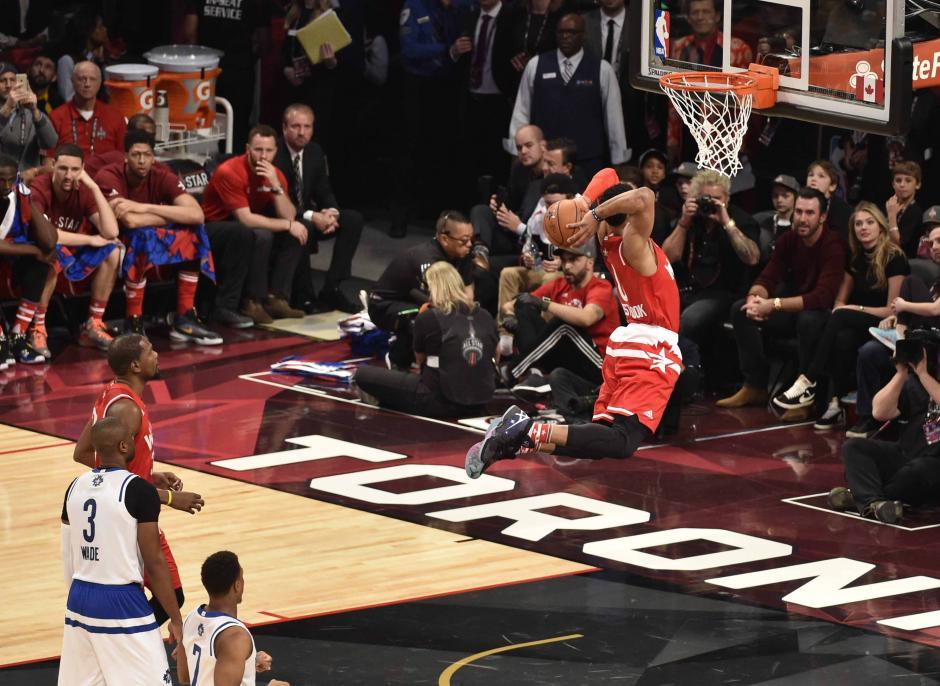 Russell Westbrook fue el jugador más valioso del partido, anotó 31 puntos. (Foto: EFE)