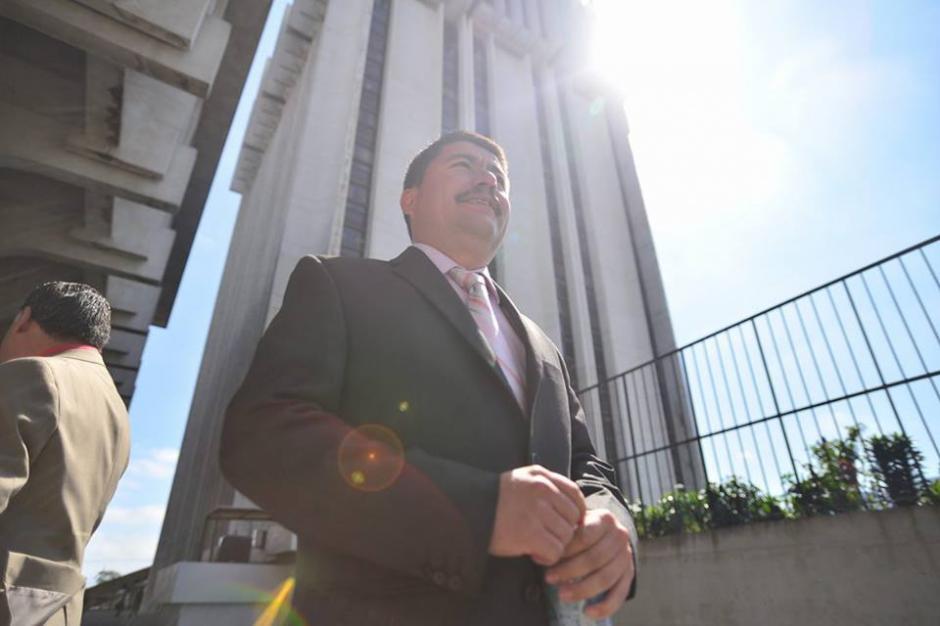 Víctor Alvarizaes, alcalde de Santa Catarina Pinula, se presentó a Torre de Tribunales por el proceso de antejuicio en su contra. (Foto: Wilder López/Soy502)
