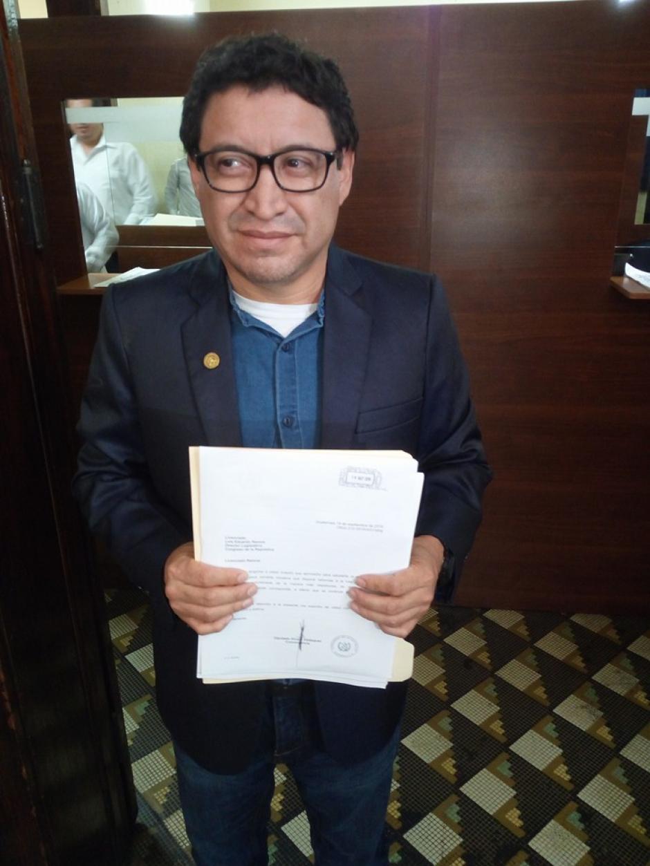 El diputado Álvaro Velásquez presentó la iniciativa este martes. (Foto: Bancada de la Dignidad Convergencia/Facebook)