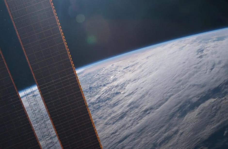Los astronautas miran 16 amaneceres al día. (Imagen: Twitter/@Astro_Jeff)