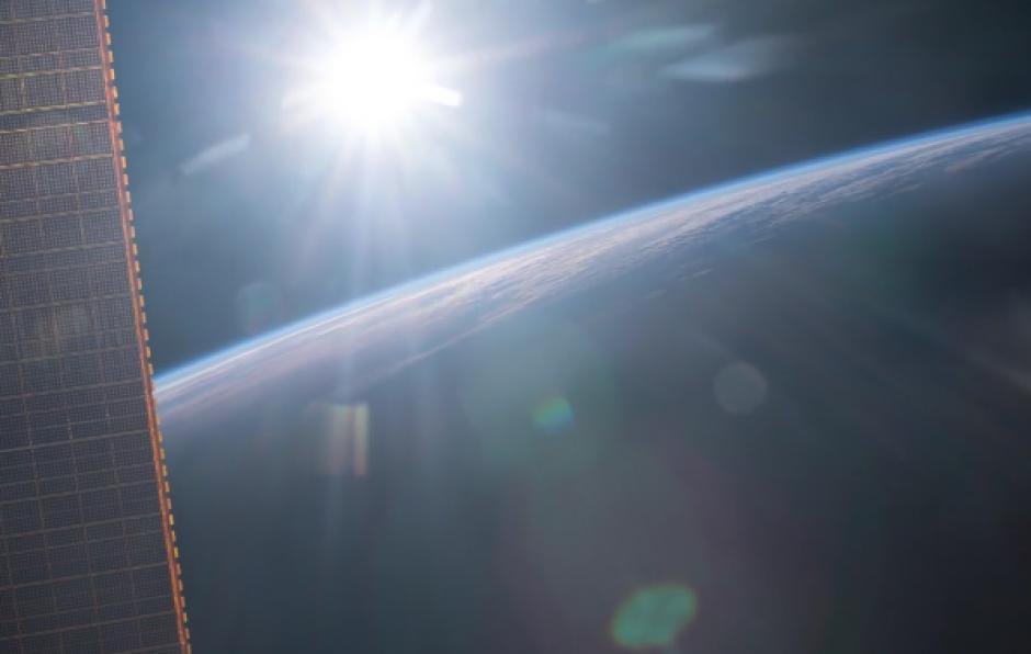Un hermoso amanecer desde el espacio. (Imagen: Twitter/@Astro_Jeff)