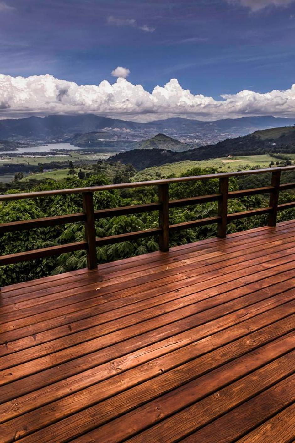 Imagen del hermoso Lago de Amatitlán, captada desde Santa Elena Barillas. Desde el 1 de mayo, este municipio celebra la fiesta que se centra en su maravilloso lago.(Foto Marcelo Jiménez/www.facebook.com/MarceloJimenezFotografia)