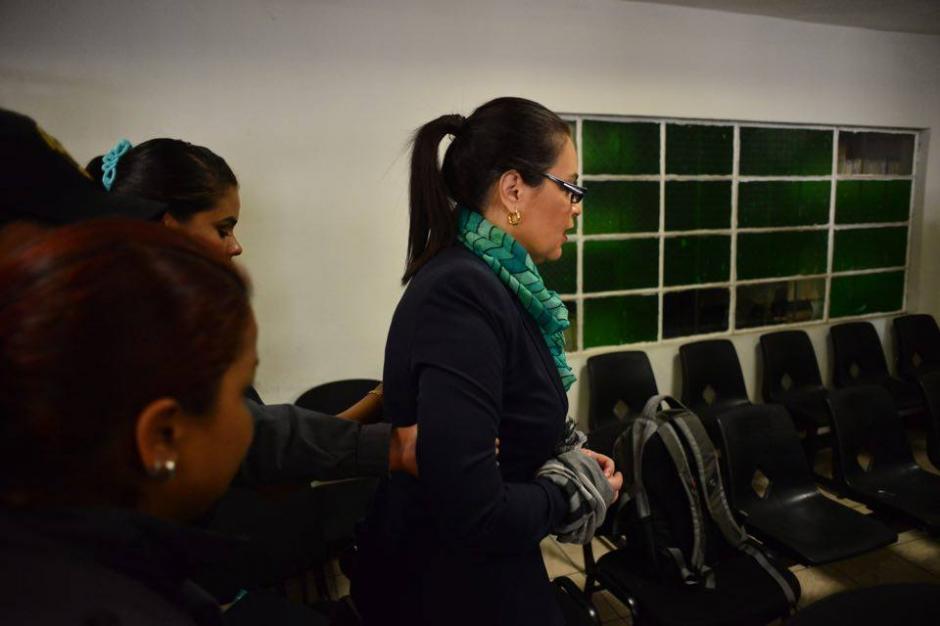 La exfuncionaria ya se encuentra en el juzgado para la continuación de la audiencia. (Foto: Jesús Alfonso/Soy502)