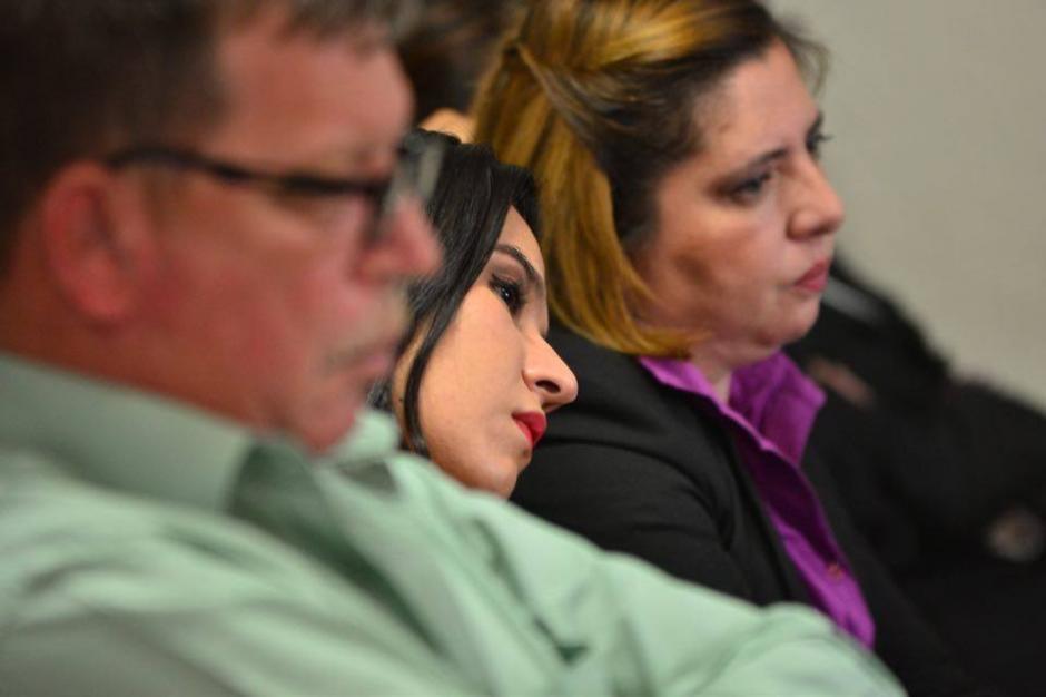 Las otras implicadas en el caso al escuchar la resolución del juez.  (Foto: Jesús Alfonso/Soy502)