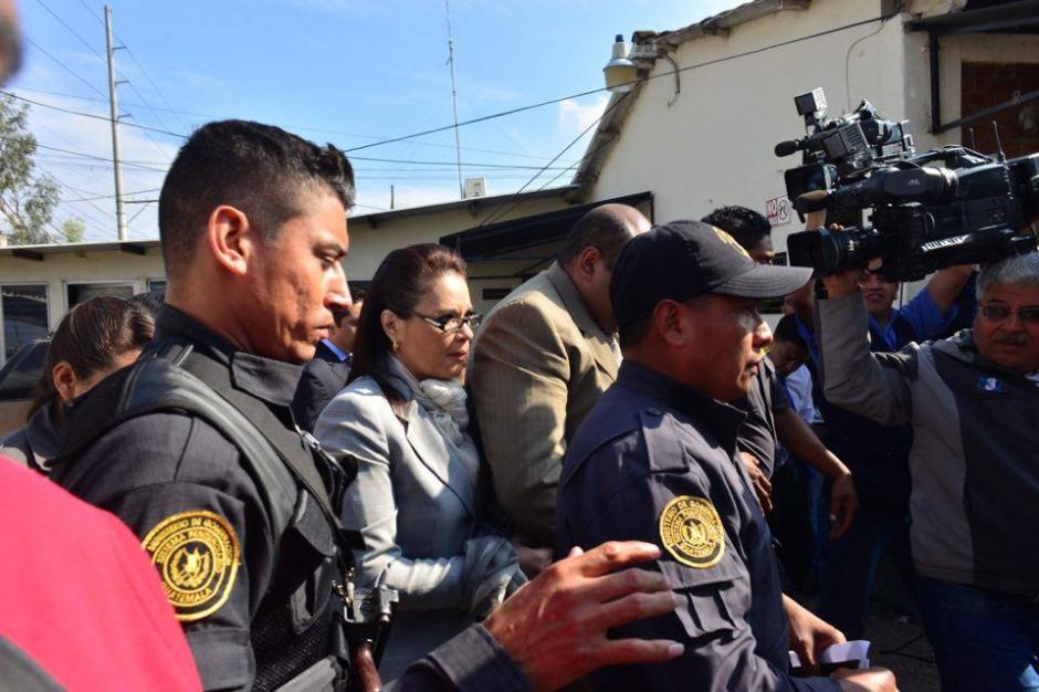 Así es trasladada Roxana Baldetti al juzgado de Villa Nueva. (Foto: Jesús Alfonso/Soy502)