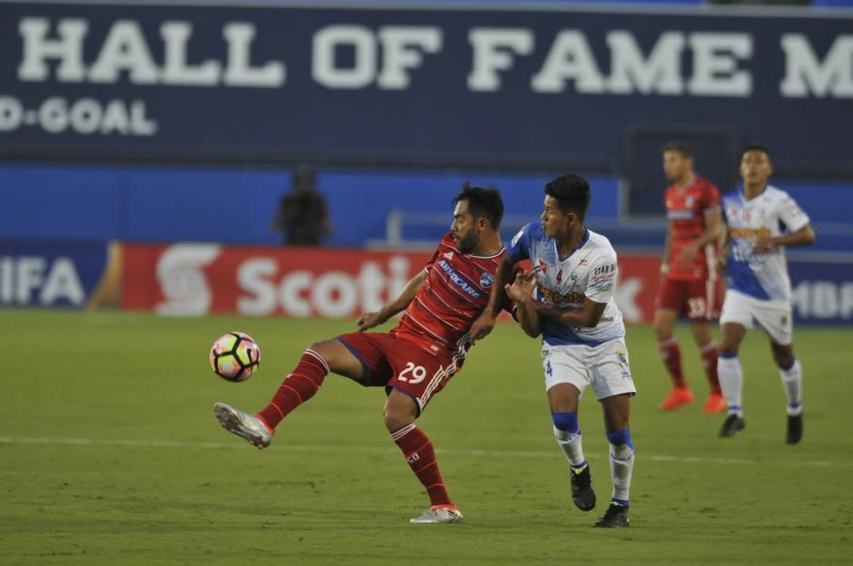 Carlos Ruiz debuto con el Dallas FC y no pudo marcarle a Suchi. (Foto: Álvaro Yool/Nuestro Diario)