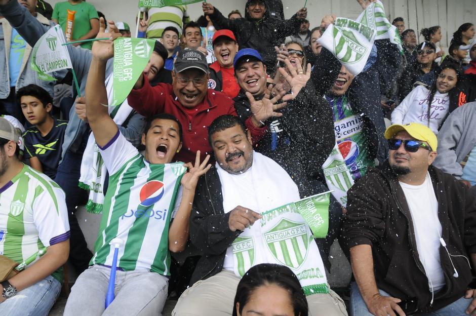 """Los """"Panzaverdes"""" vivieron su fiesta en los graderíos del estadio Pensativo. (Foto: Nuestro Diario)"""