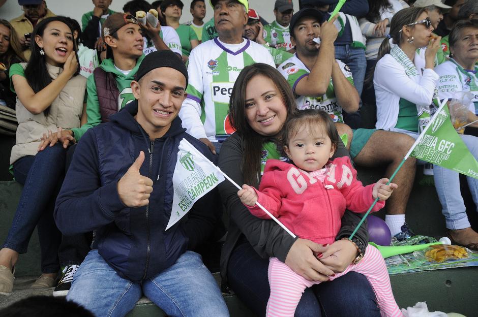 Marvin Ceballos estuvo presente en el estadio, junto a la familia de Fredy Thompson.(Foto: Nuestro Diario)