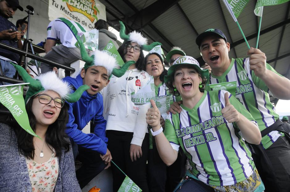 Las tribunas del estadio Pensativo lucieron abarrotadas. (Foto: Nuestro Diario)