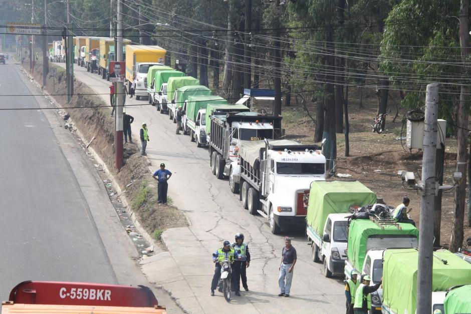 Largas filas camiones se observaron en el Vertedero de Villa Nueva. (Foto: Facebook/ AMSA Guatemala)