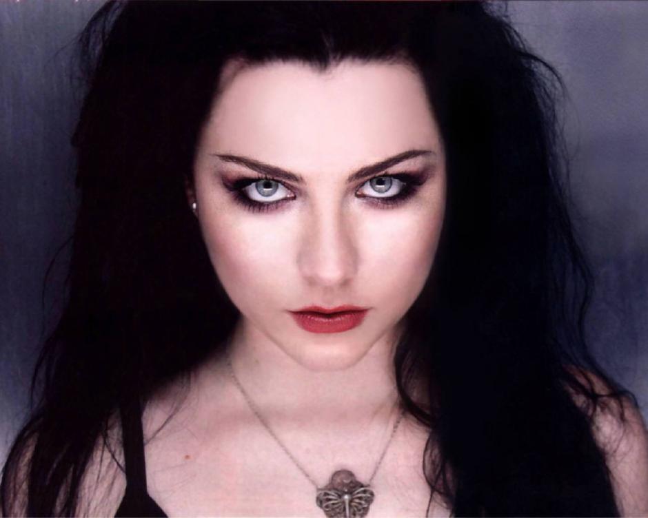 El look gótico de su vocalista, fue uno de los aspectos que catapultaron a la fama a Evanescence. (Foto: music.allaccess.com