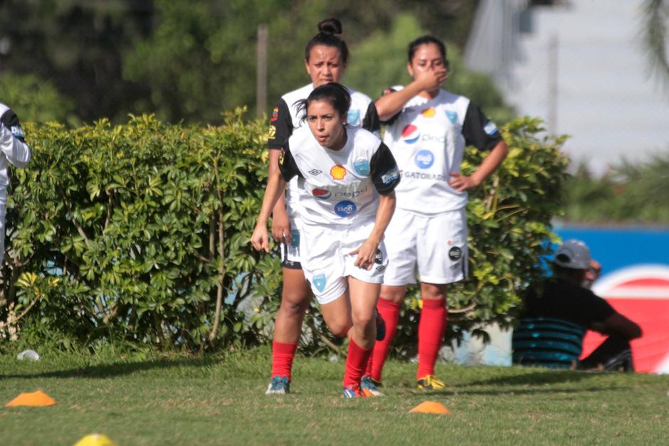 Ana Lucía Martínez, en el trabajo físico de la selección guatemalteca de futbol. (Foto: Luis Barrios/Soy502)