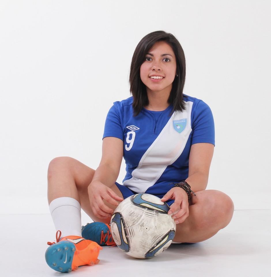 La zurda guatemalteca espera seguir brillando en el fútbol de España. (Foto: Soy502)