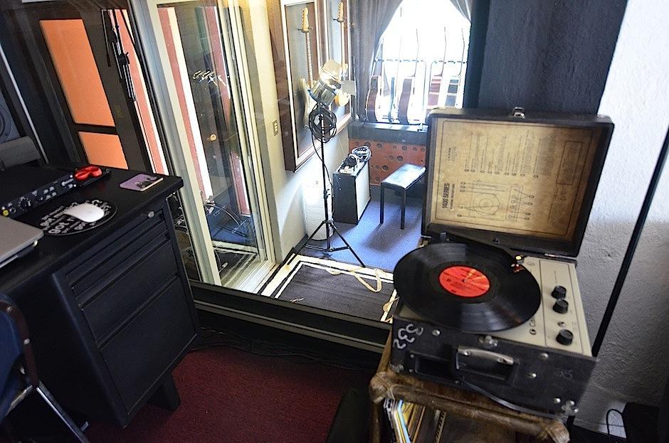 Análogo digital es un estudio de grabación. (Foto: Selene Mejía/Soy502)