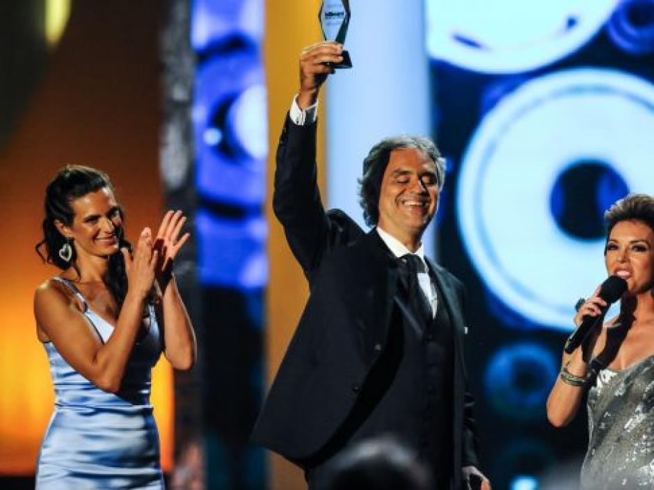 Andrea Bocelli recibe el premio Trayectoria Artística en los Premios Billboard 2014. (Foto: Telemundo)