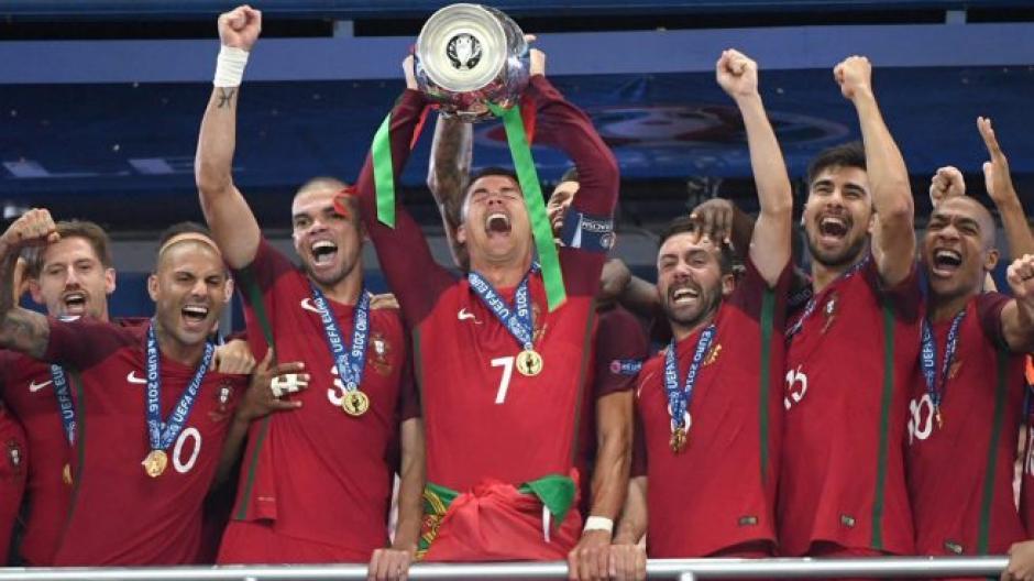 André Gomes (15) ganó la Eurocopa 2016 con Portugal. (Foto: AFP)
