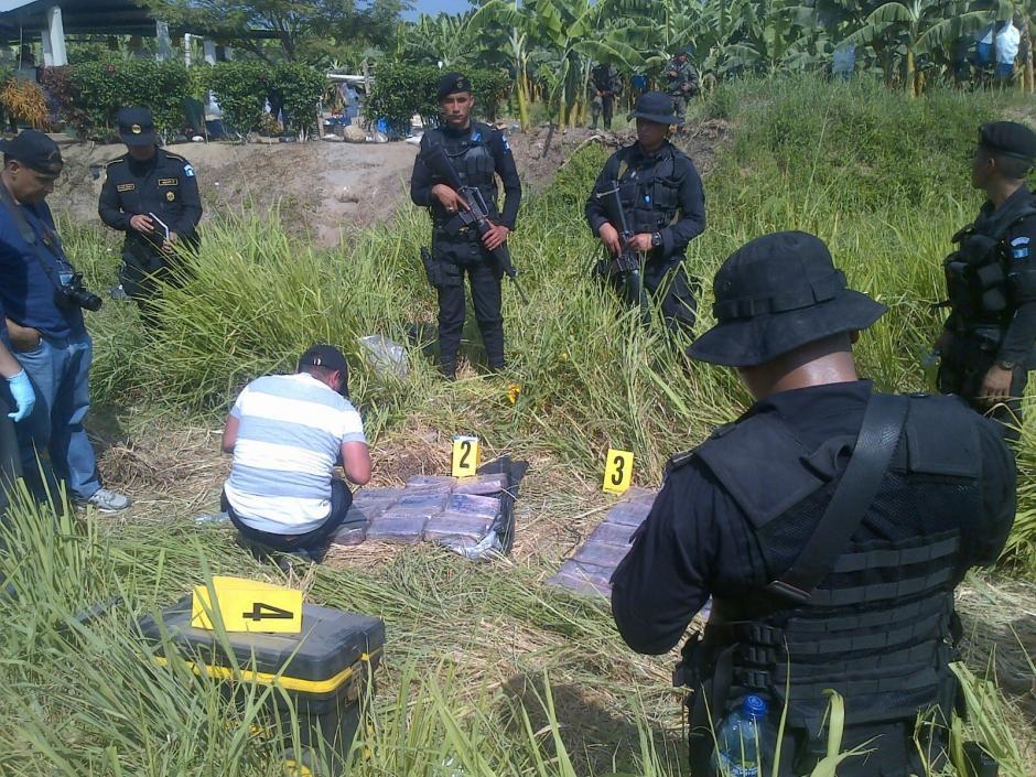 La PNC y Ministerio Público (MP) realizaron el conteo de los paquetes y verificaron la pureza de la droga. (Foto: PNC)