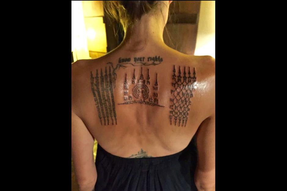 Es la tercera vez que Angelina se tatúa con Kanpai (Foto: Splash News)