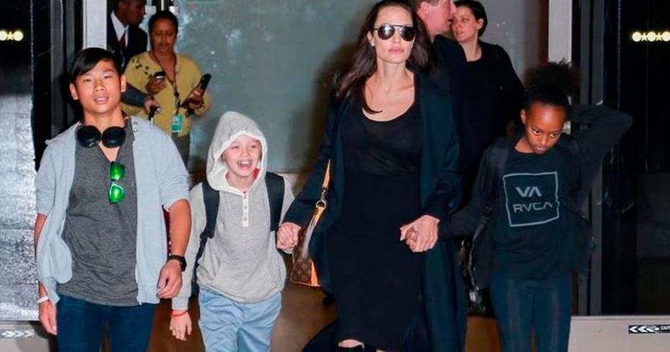 Se vio a la actriz saliendo de un teatro acompañada de sus hijos. (Foto: caracoltv.com)